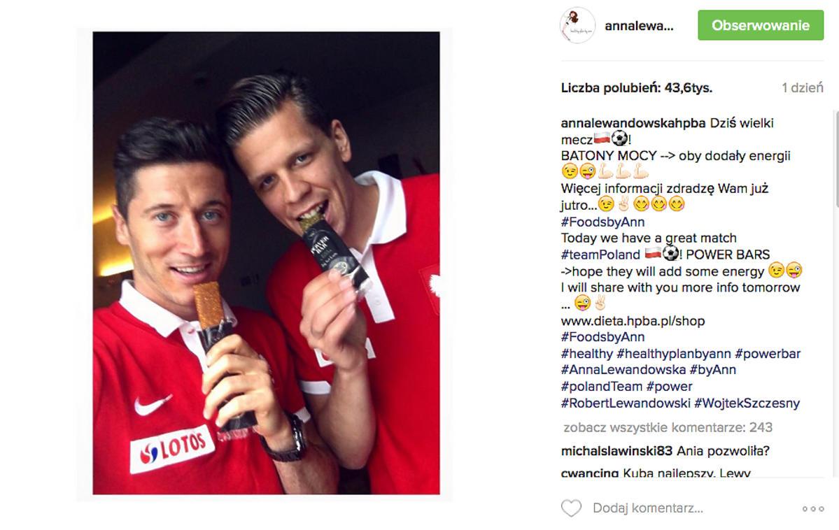Robert Lewandowski i Wojciech Szczęsny jedzą batony od Lewandowskiej