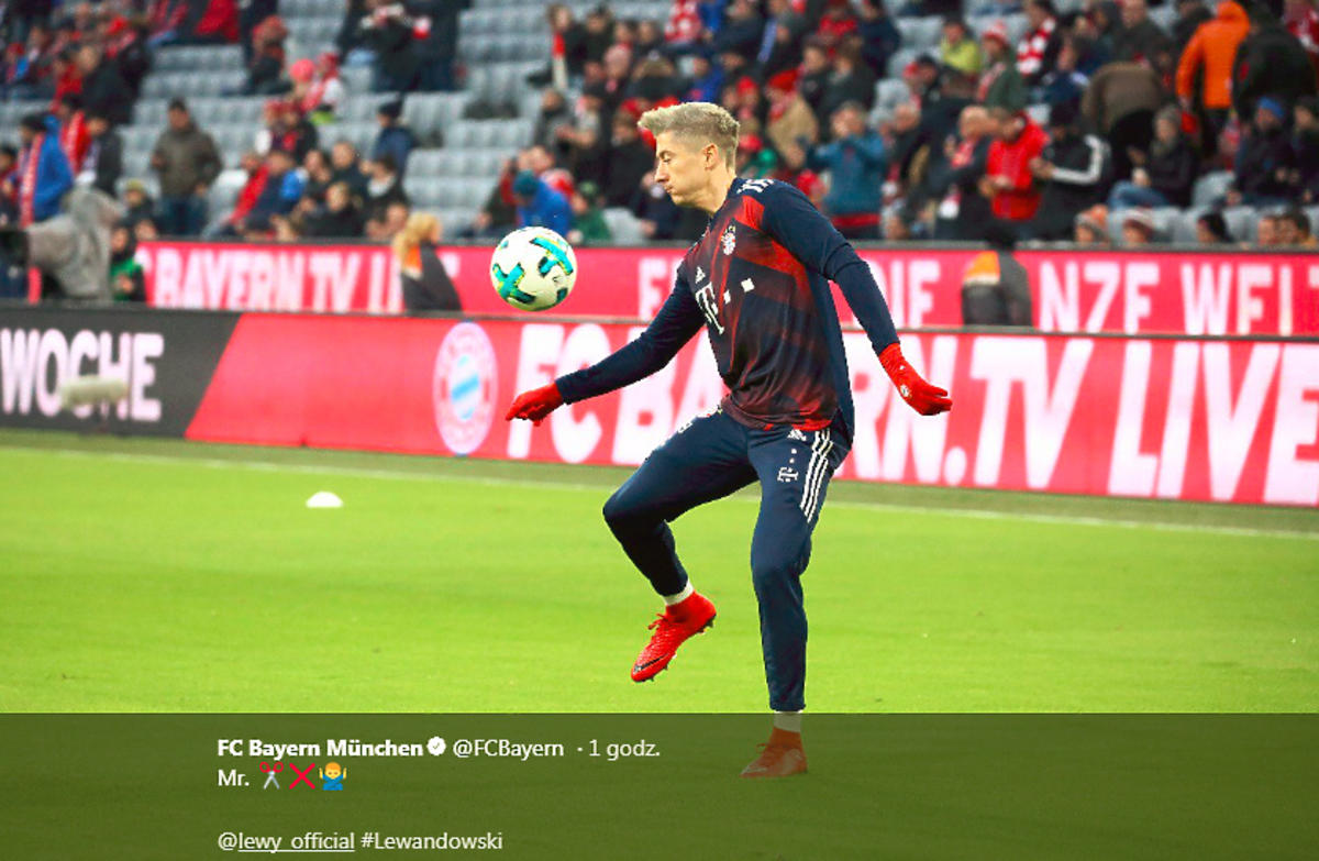Robert Lewandowski jako blondyn podczas meczu