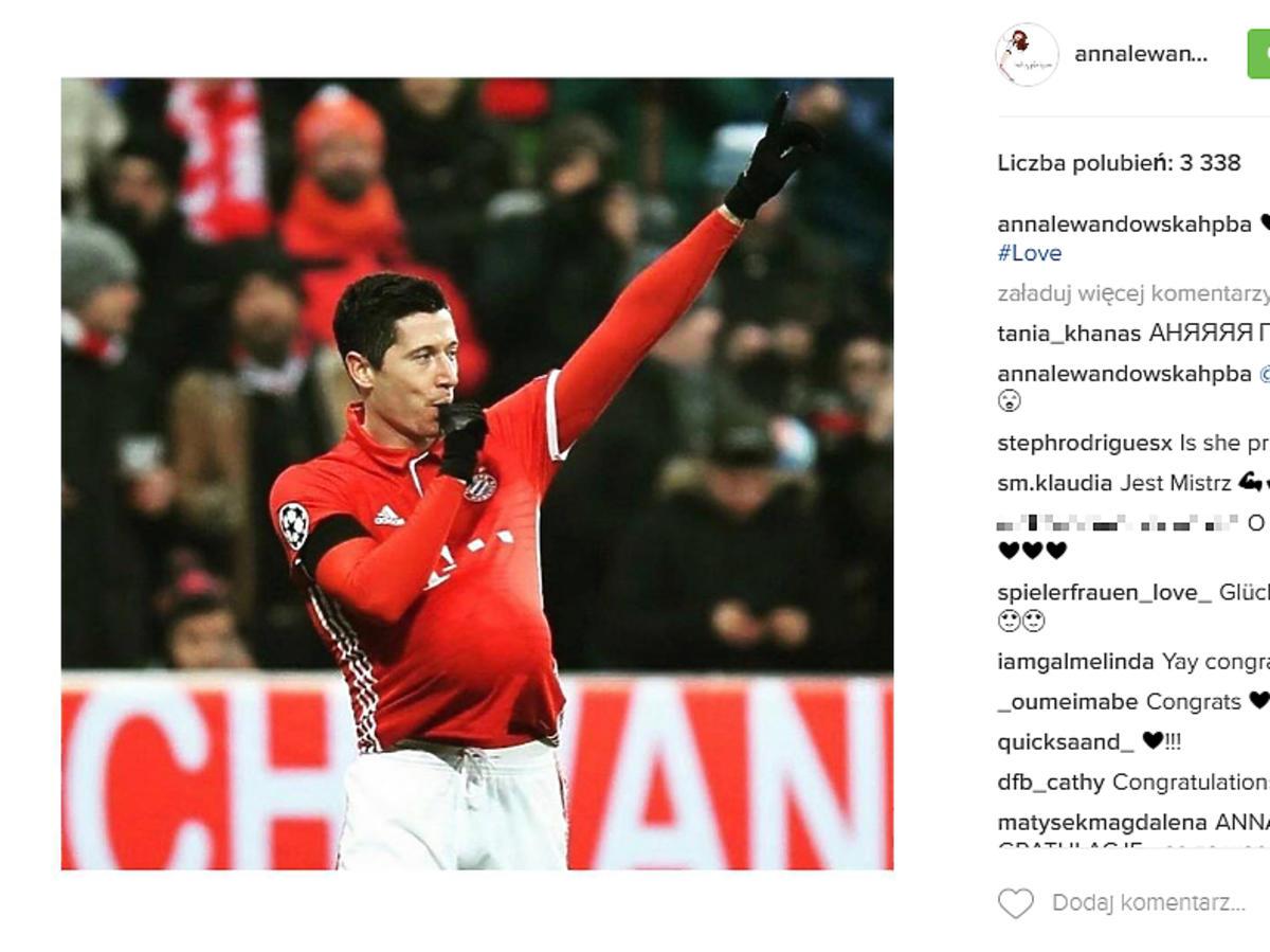 Robert Lewandowski w czerwonej koszulce