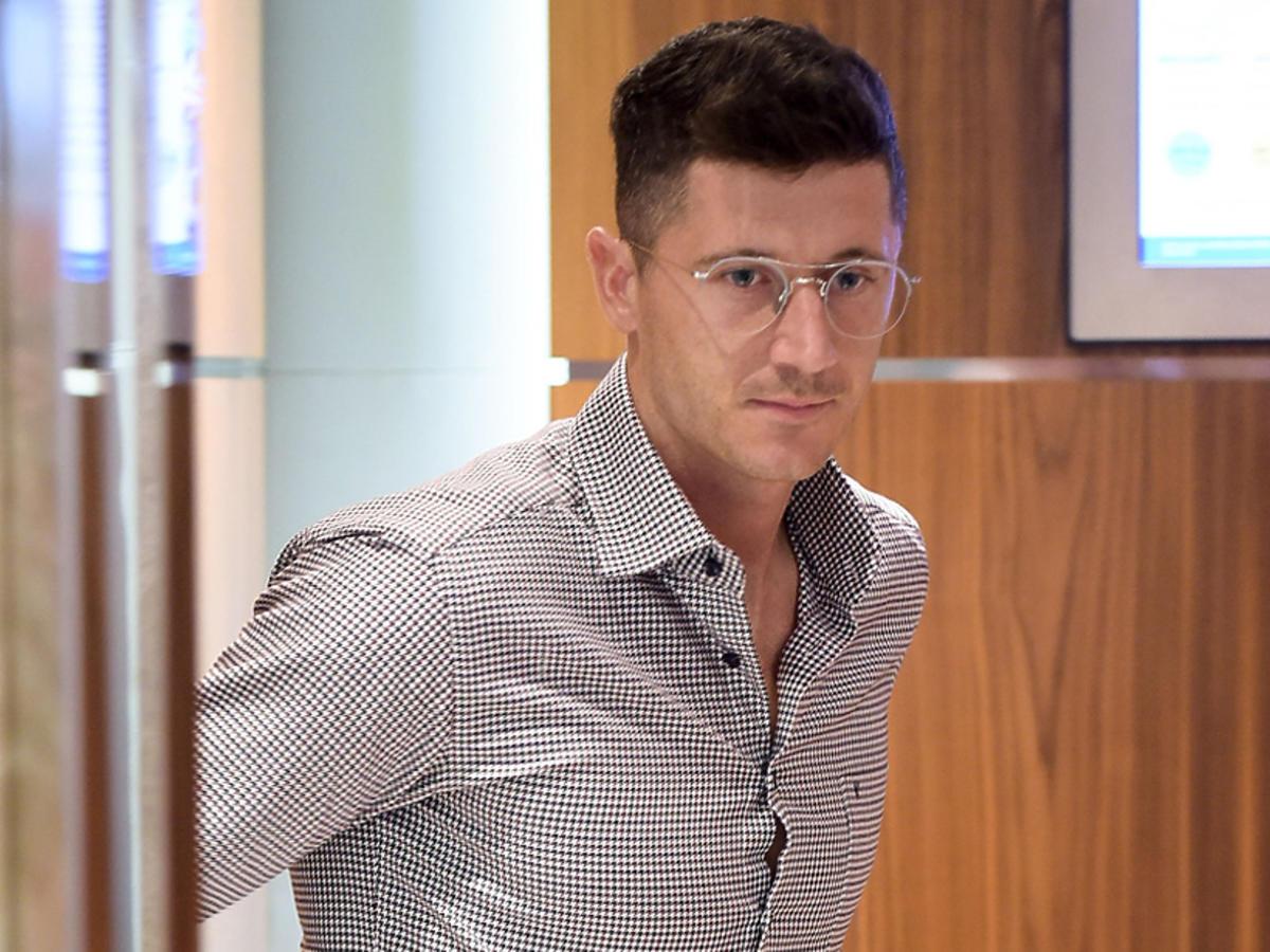 Robert Lewandowski w okularach