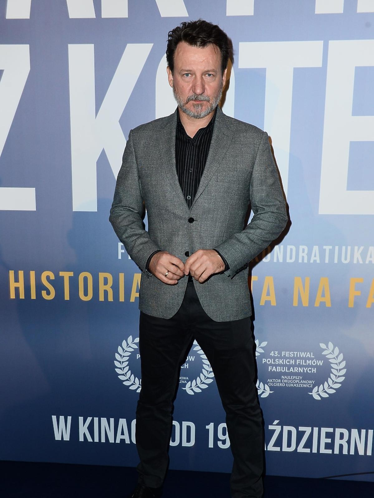 Robert Więckiewicz na premierze filmu