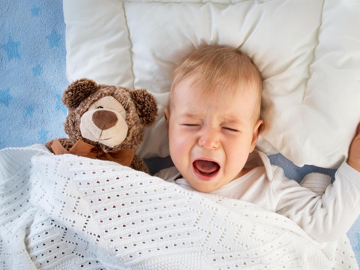 Roczne dziecko obudziło się w nocy i płacze