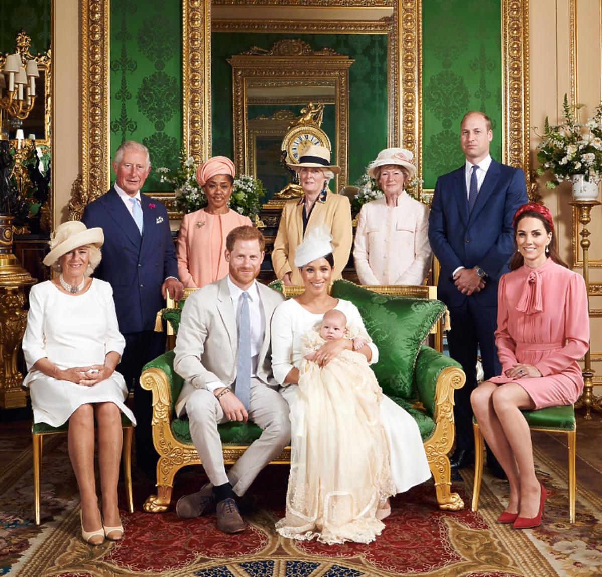 rodzina królewska na chrzcie Archiego