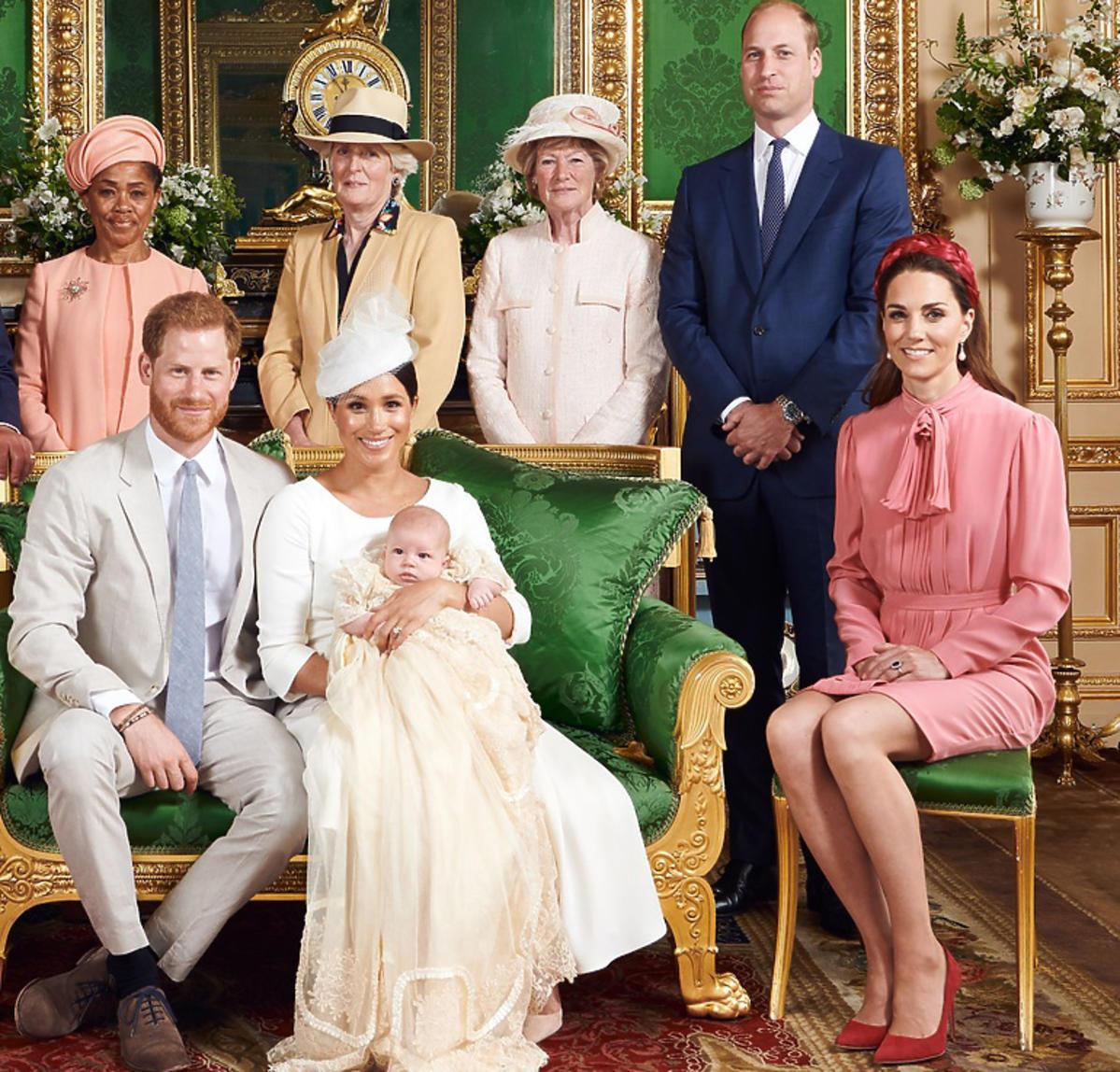rodzina królewska na chrzcinach Archiego