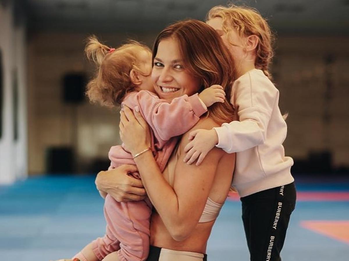 Rodzinny weekend Anny Lewandowskiej. Gry, wspólny trening i odpoczynek w pokoju Klary
