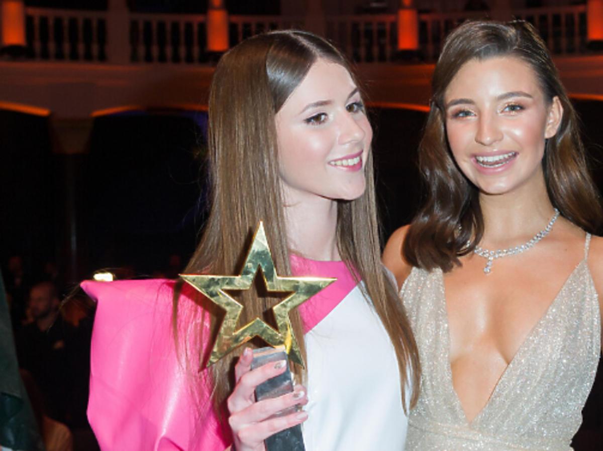 Roksana Węgiel z nagrodą, Julia Wieniawa w złotej sukience
