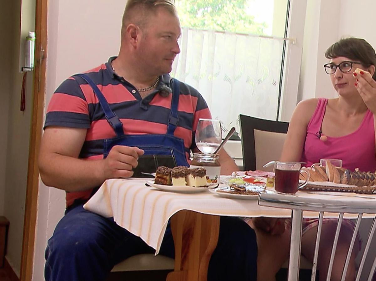 Rolnik szuka żony 5 - Łukasz i Agata trzymają się za ręce