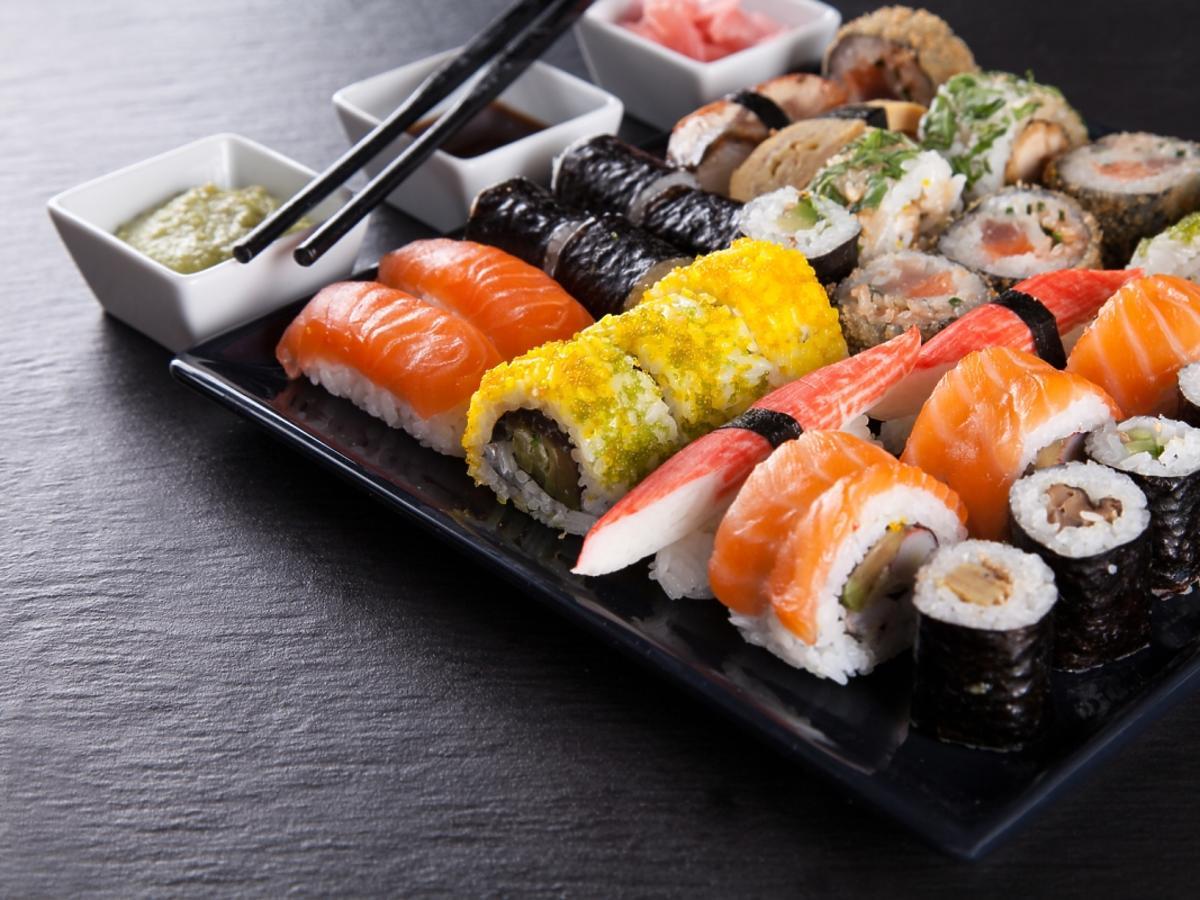 różnego rodzaju sushi