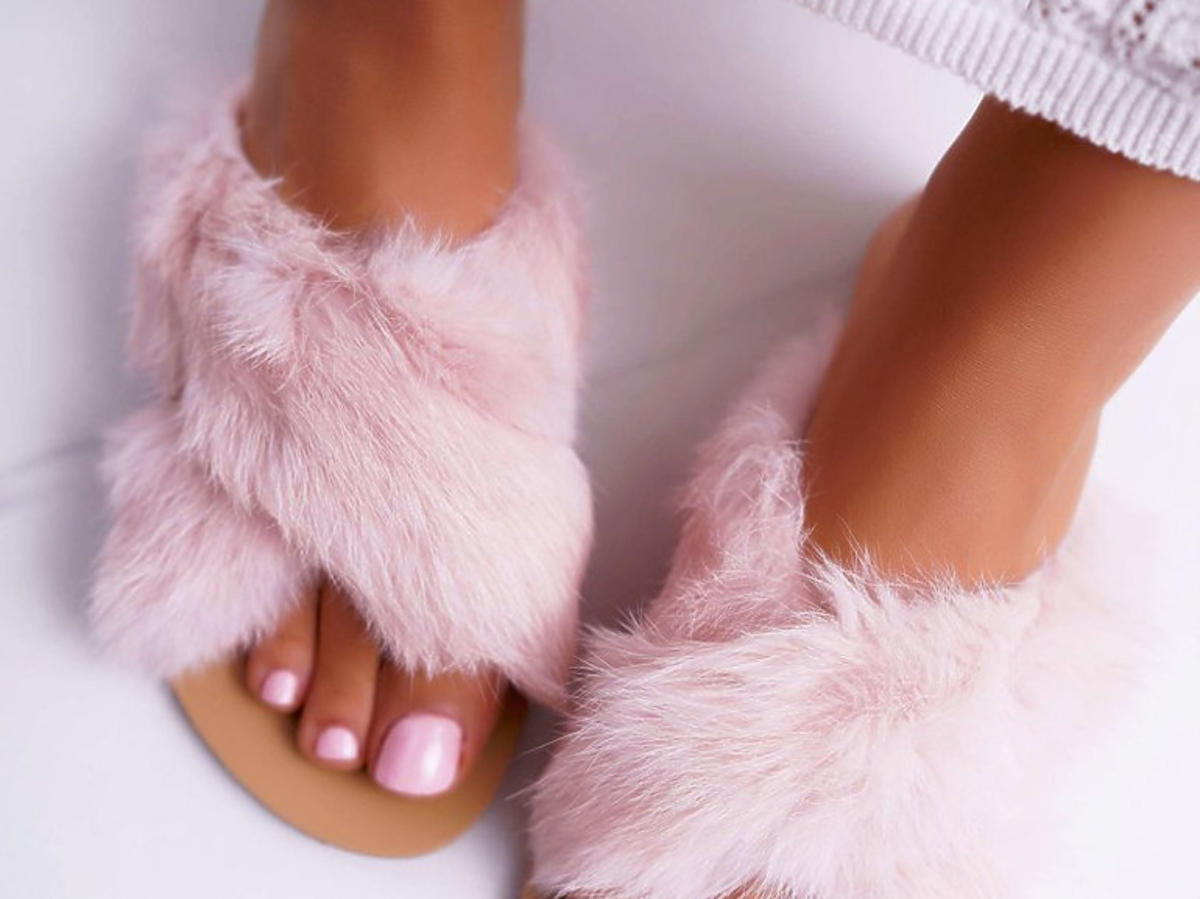 Różowe klapki Lu Boo z futerkiem