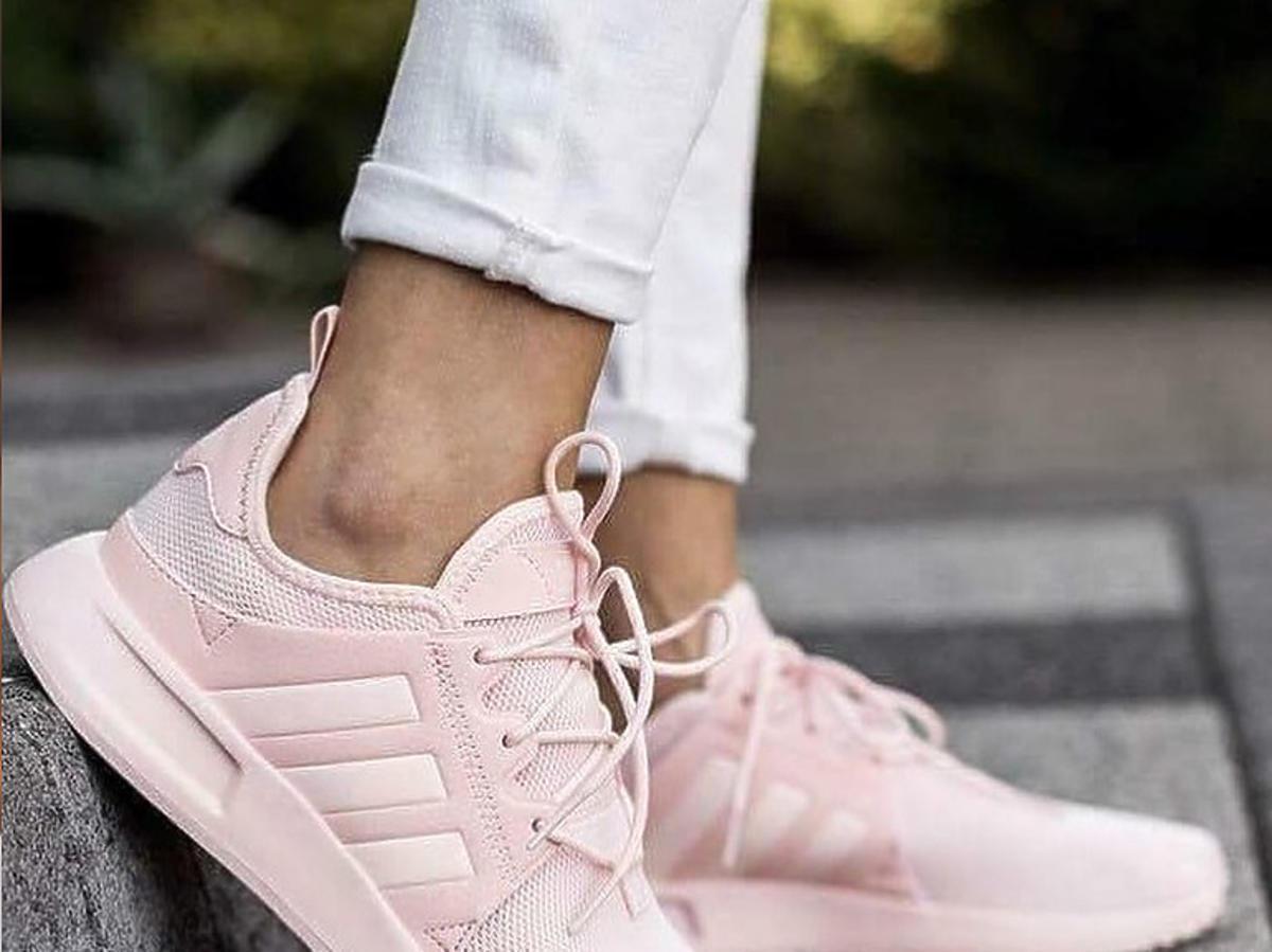 Różowe sneakersy z Lidla są jeszcze ładniejsze niż topowy model Adidasa! Kosztują tylko 79 złotych