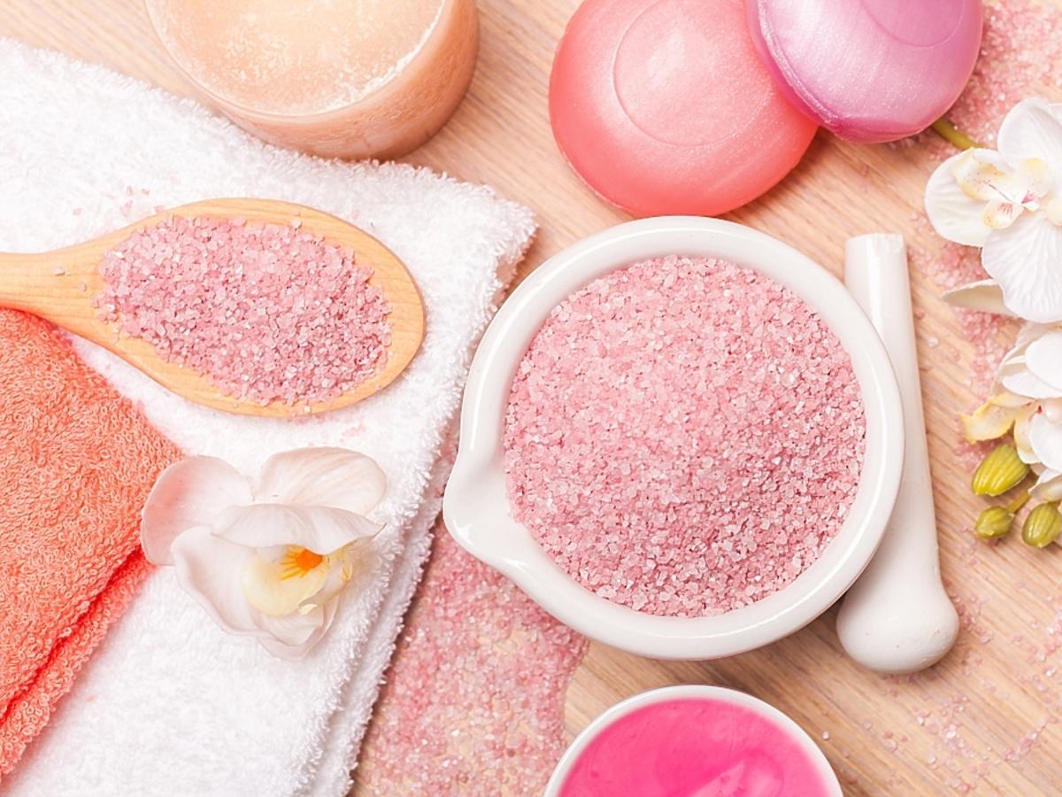 różowy peeling