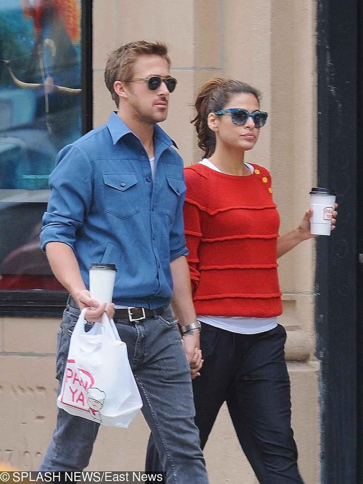 Ryan Gosling i Eva Mendes na spacerze