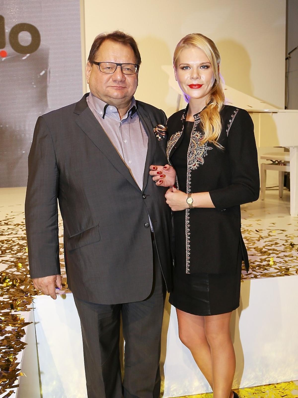 Ryszard Kalisz i Dominika Lis w czarnej sukience