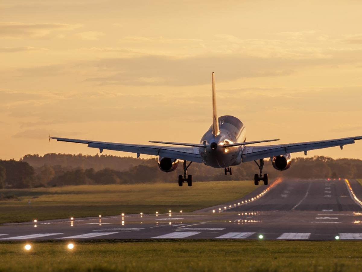 samolot na pasach
