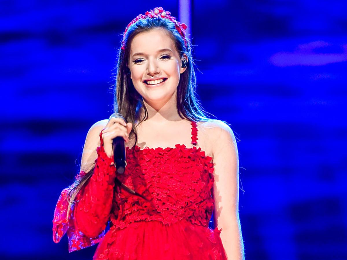 Sanah w czerwonej sukience na koncercie Gramy dla Śląska