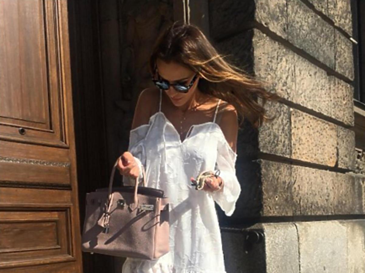 Sara Boruc w białej sukience