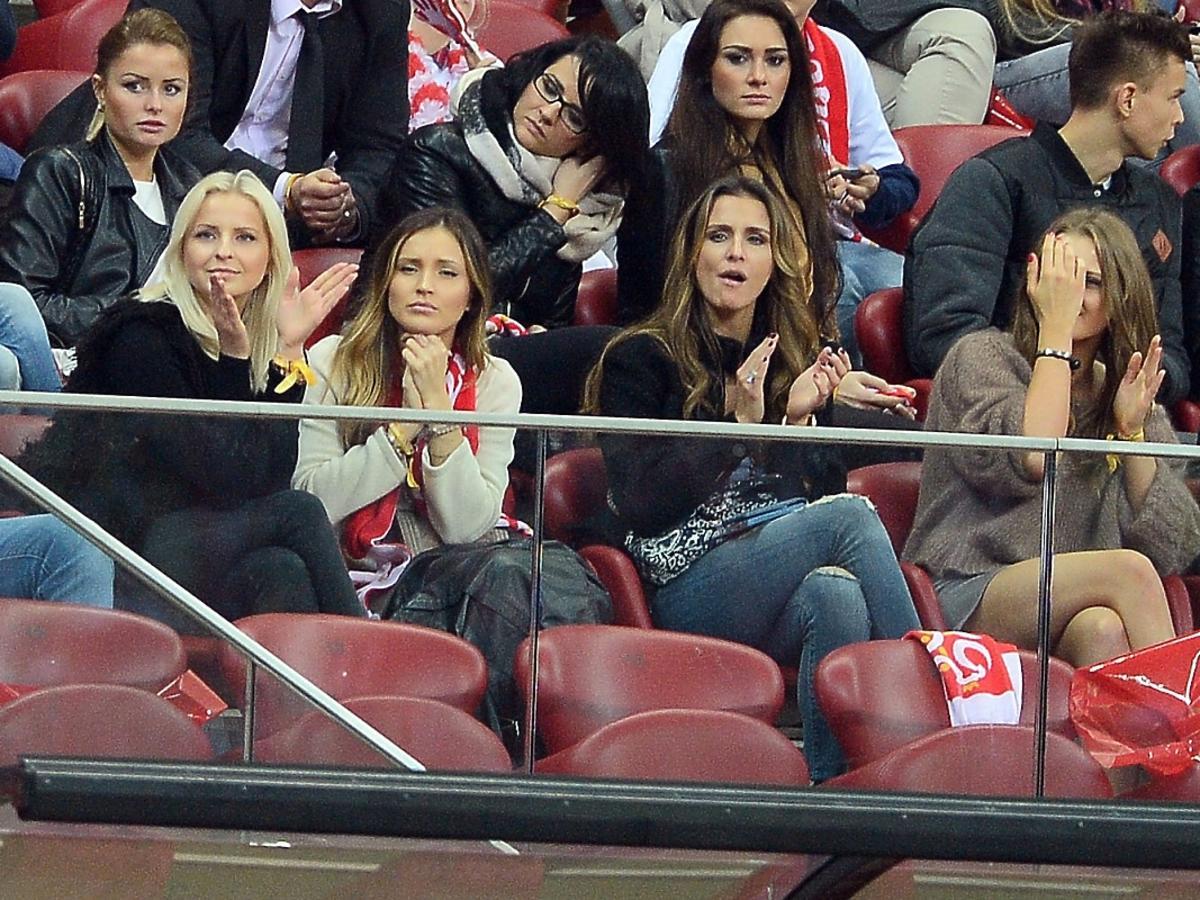 Sara Mannei Boruc, Ines Mannei i Marina Łuczenko na meczu Polska-Szkocja