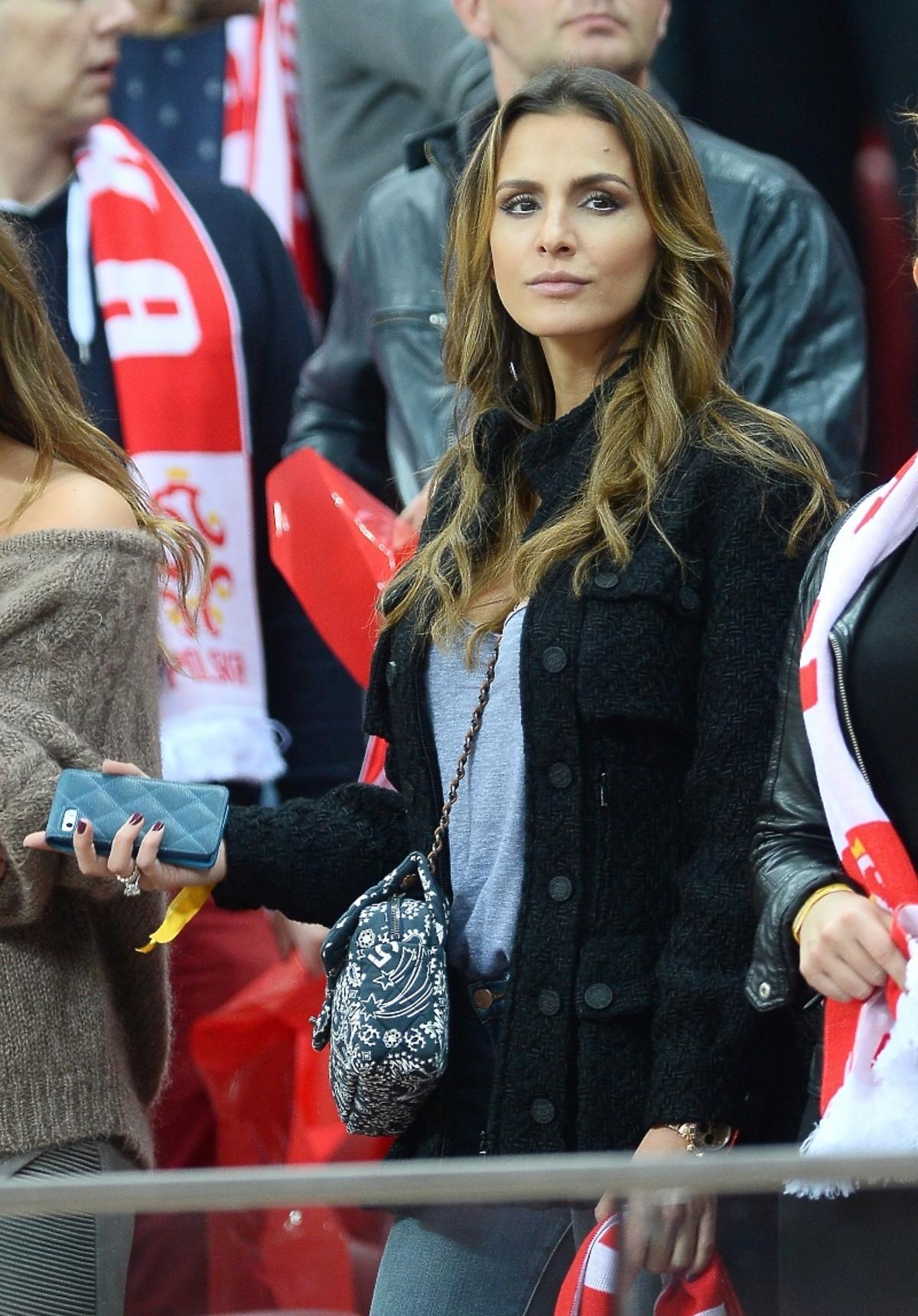 Sara Mannei Boruc z siostrą Ines Mannei na meczu Polska-Szkocja