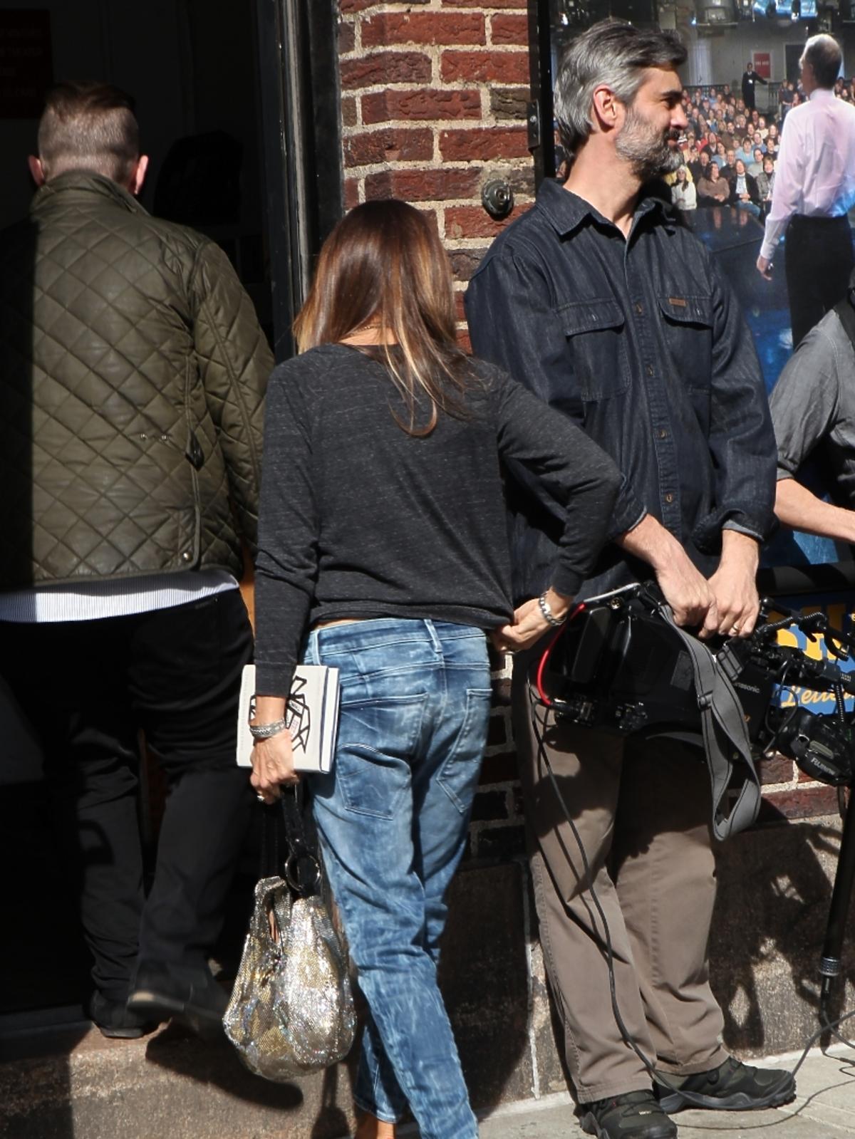 Sarah Jessica Parker przed studiem telewizyjnym