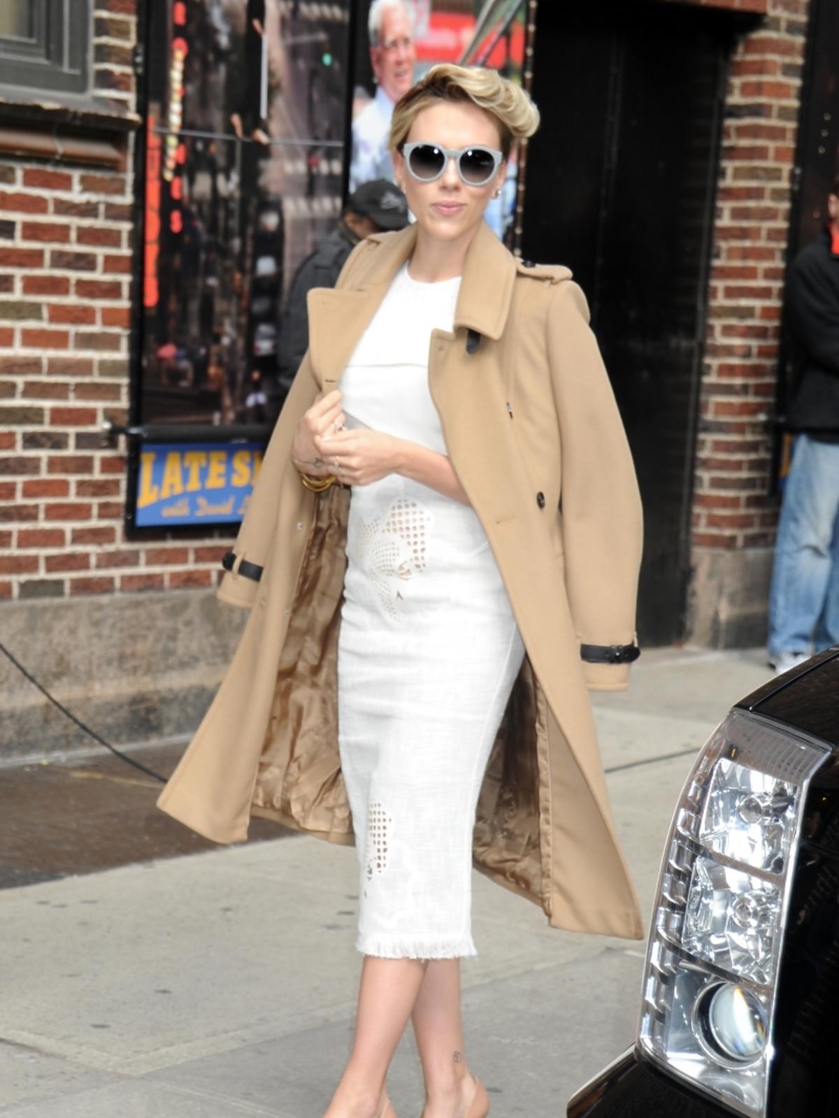 Scarlett Johansson w klasycznej stylizacji