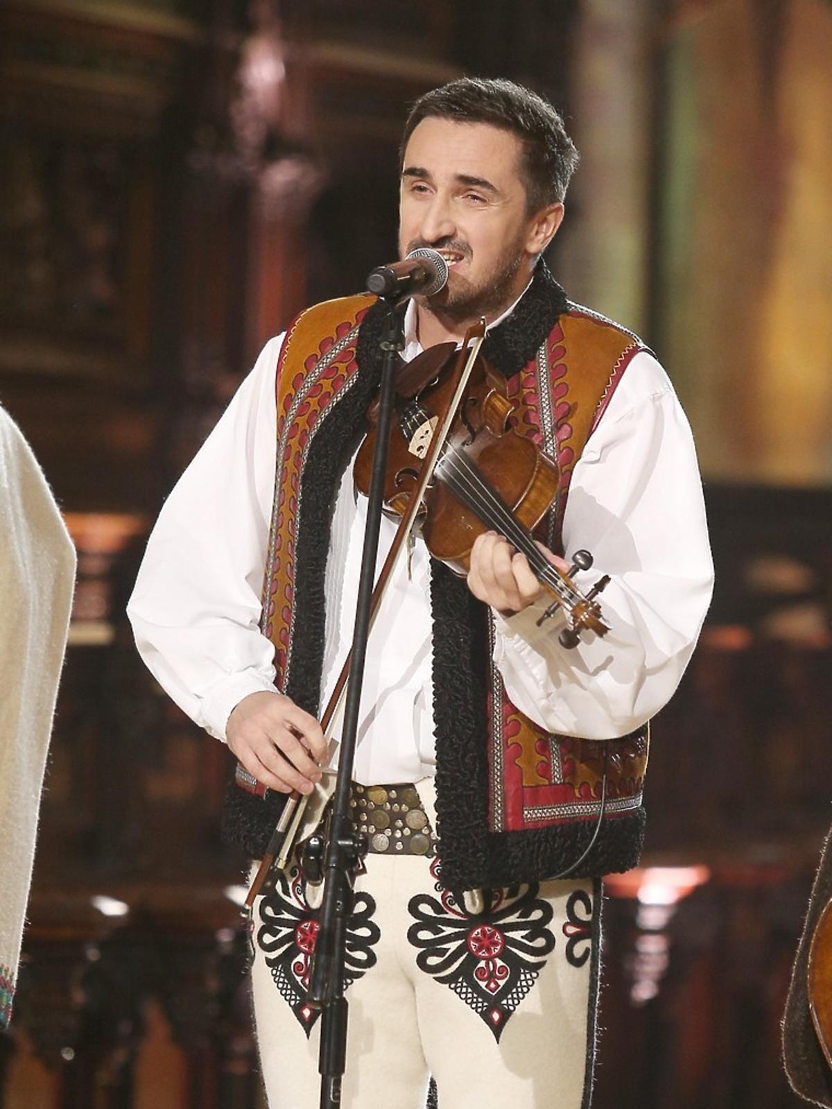 Sebastian Karpiel Bułecka podczas kolędowania z Polsatem