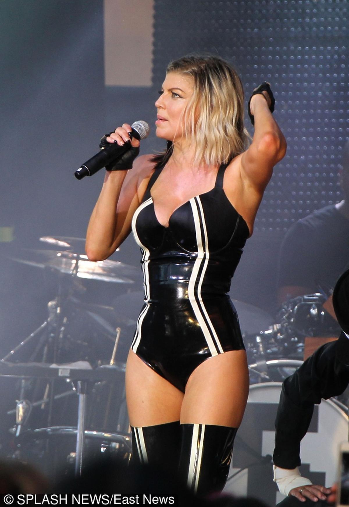 Seksowna Fergie na koncercie