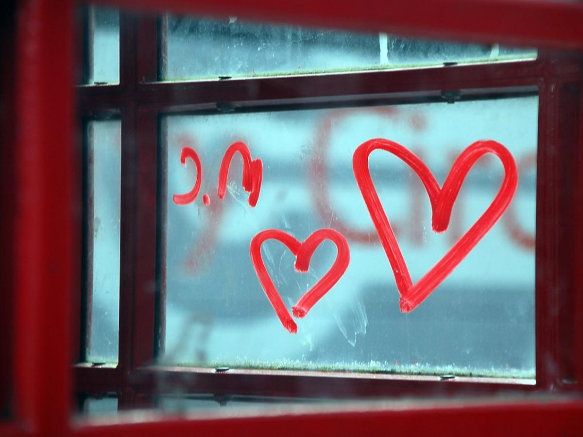 serce narysowane na szybie