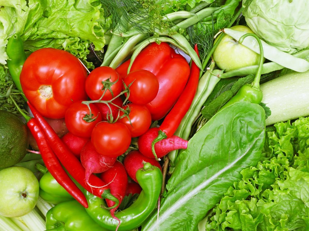 Serce ułożone z czerwonych warzyw