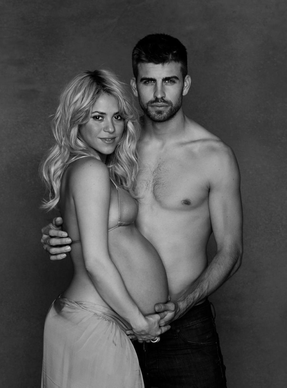 Shakira i Gerard Pique nago. Ciążowy brzuszek Shakiry