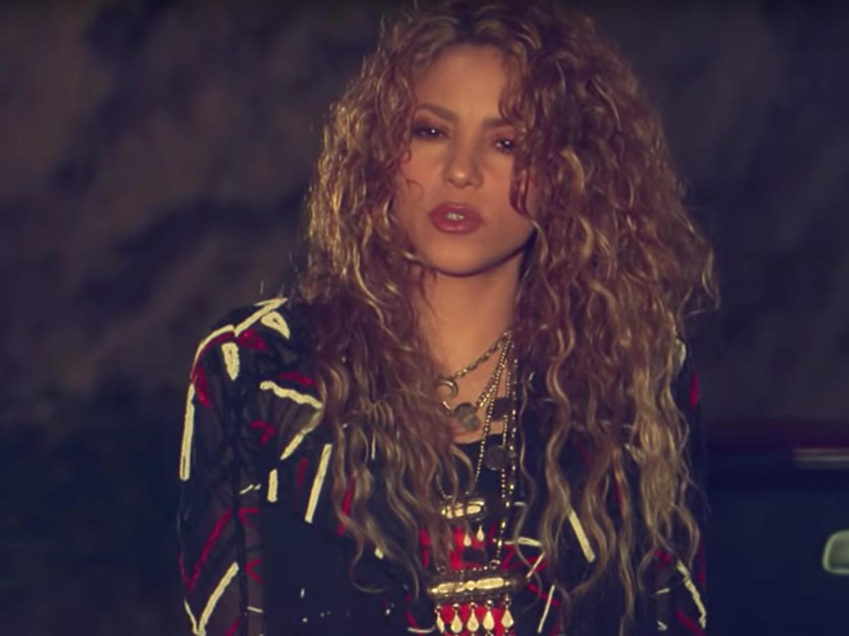 """Shakira w teledysku """"Clandestino"""""""