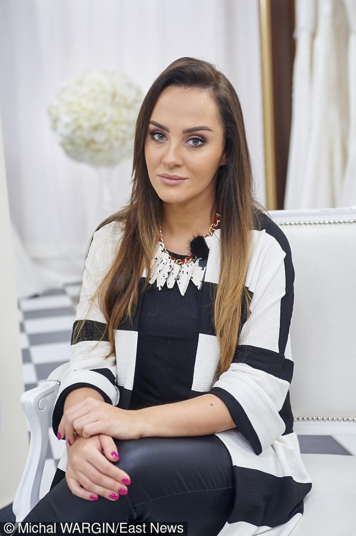 siostra Natalii Siwiec w swetrze w pasy