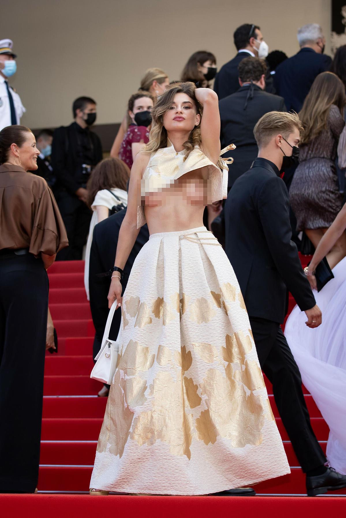 Skandal na festiwalu w Cannes 2021 Celebrytka pokazała nagi biust