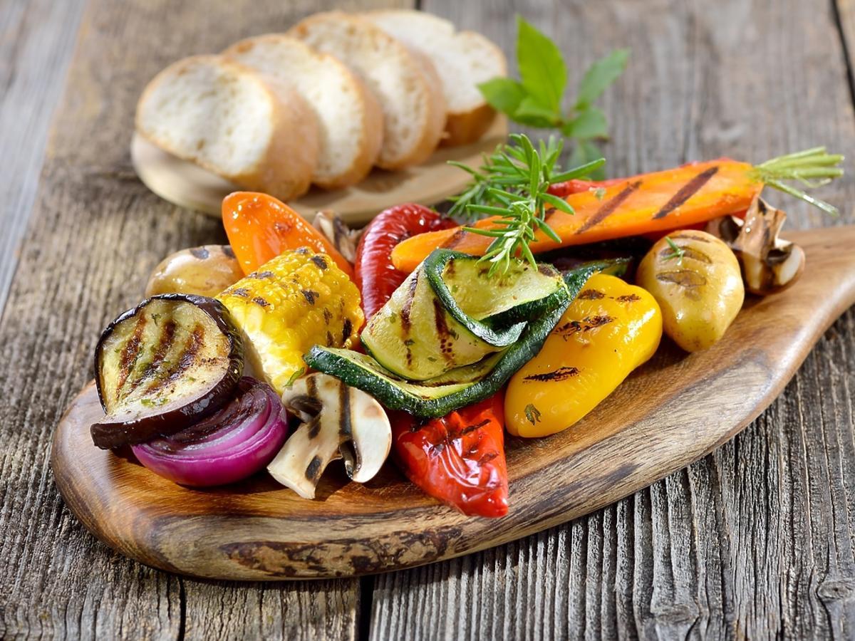 Smaczne warzywa przygotowane na rożnie grillowym.