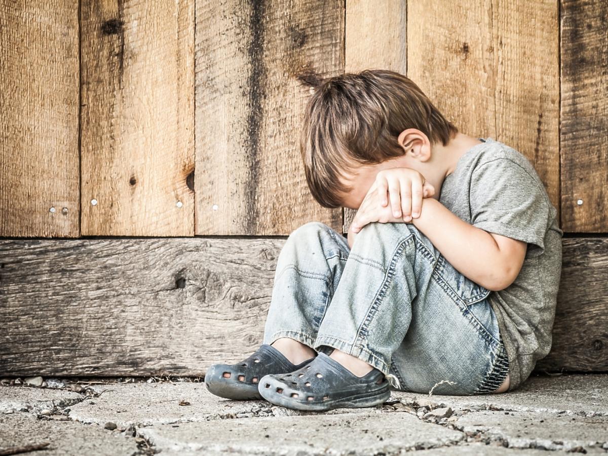 Smutny chłopczyk