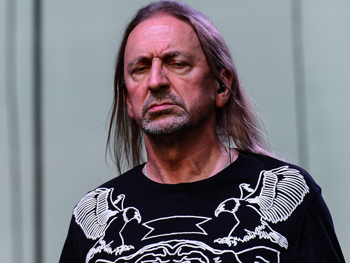 Smutny Marek Piekarczyk na scenie