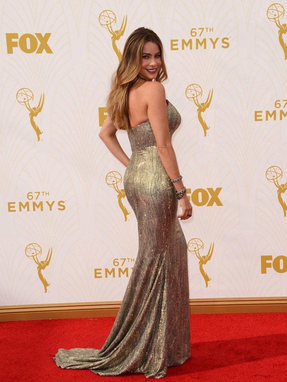 Sofia Vergara w błyszczącej złotej sukience