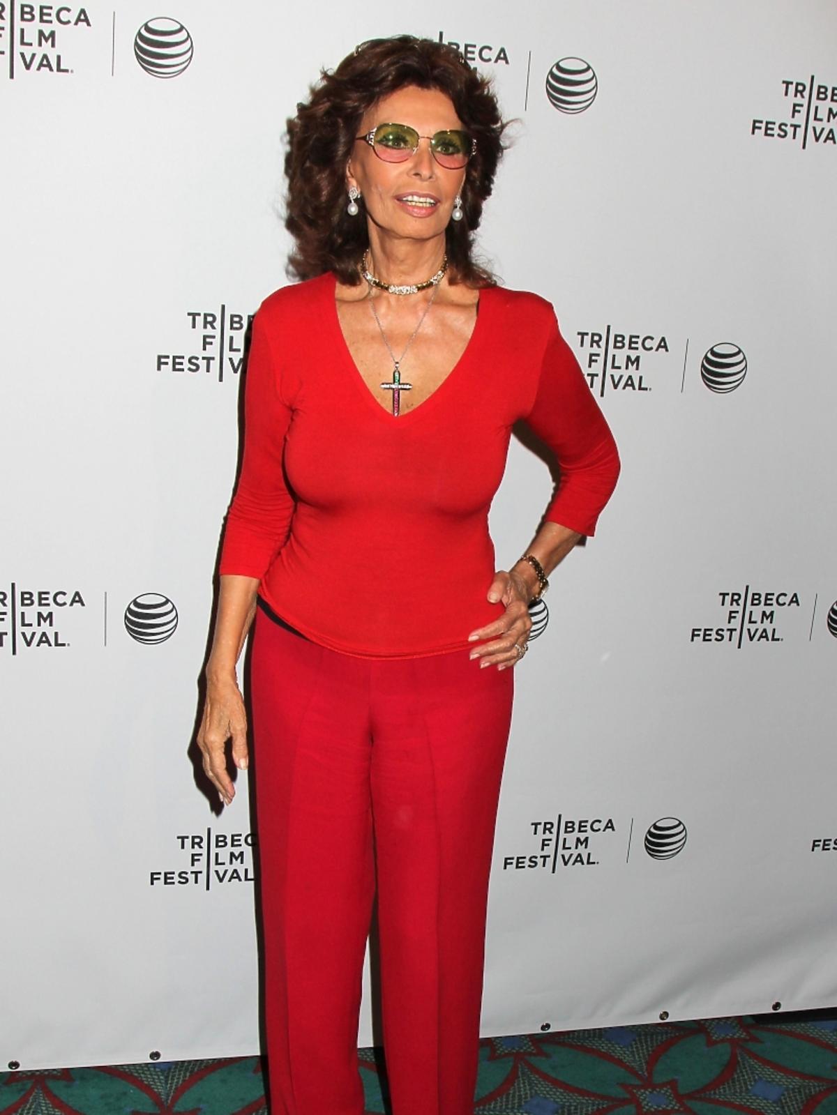 Sohia Loren w czerwieni podczas Tribeca Film Festival 2014