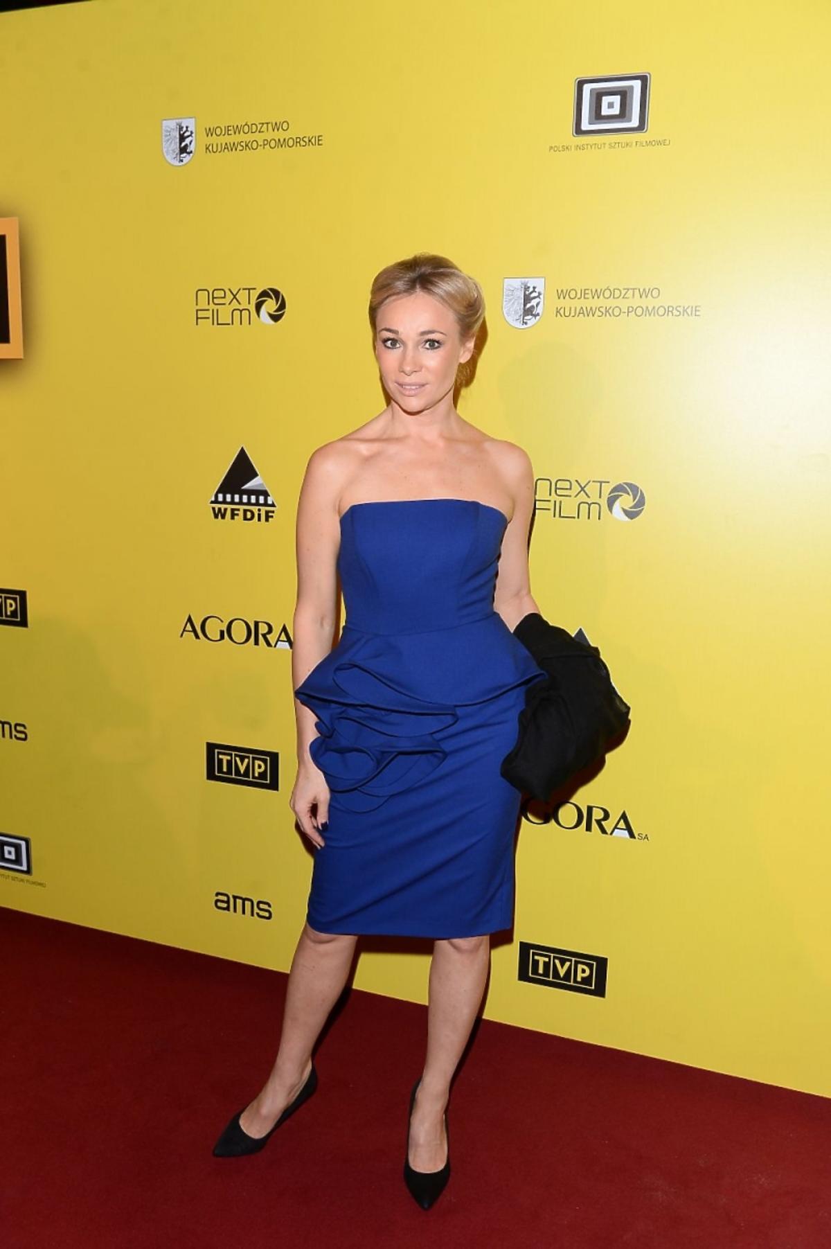 Sonia Bohosiewicz w niebieskiej sukience z baskinką