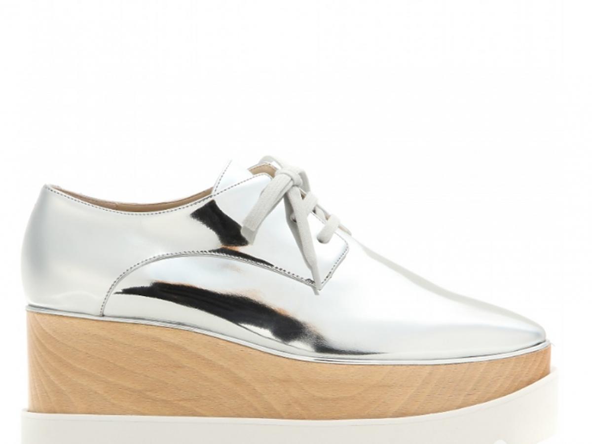 srebrne buty na drewnianym koturnie