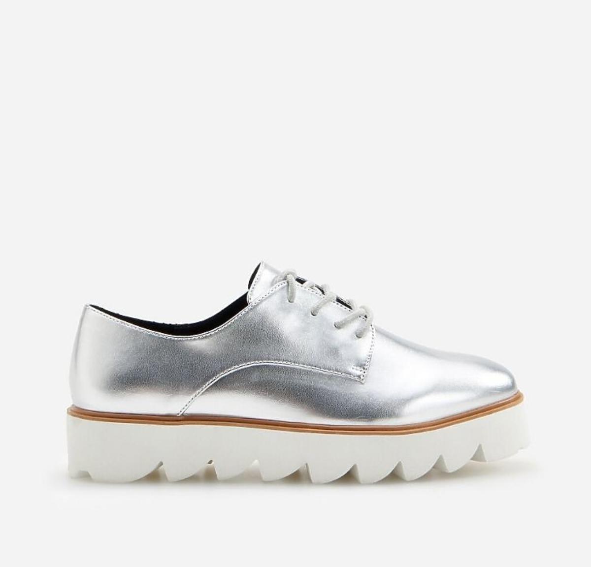 Srebrne buty na traperze z wyprzedaży w Reserved