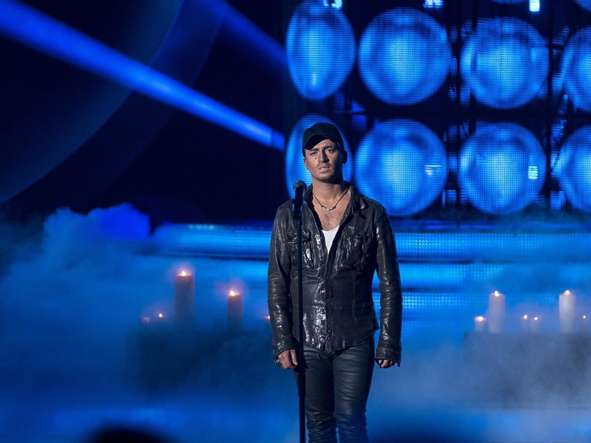 Stefano Terrazzino jako Enrique Iglesias w Twoja Twarz Brzmi Znajomo
