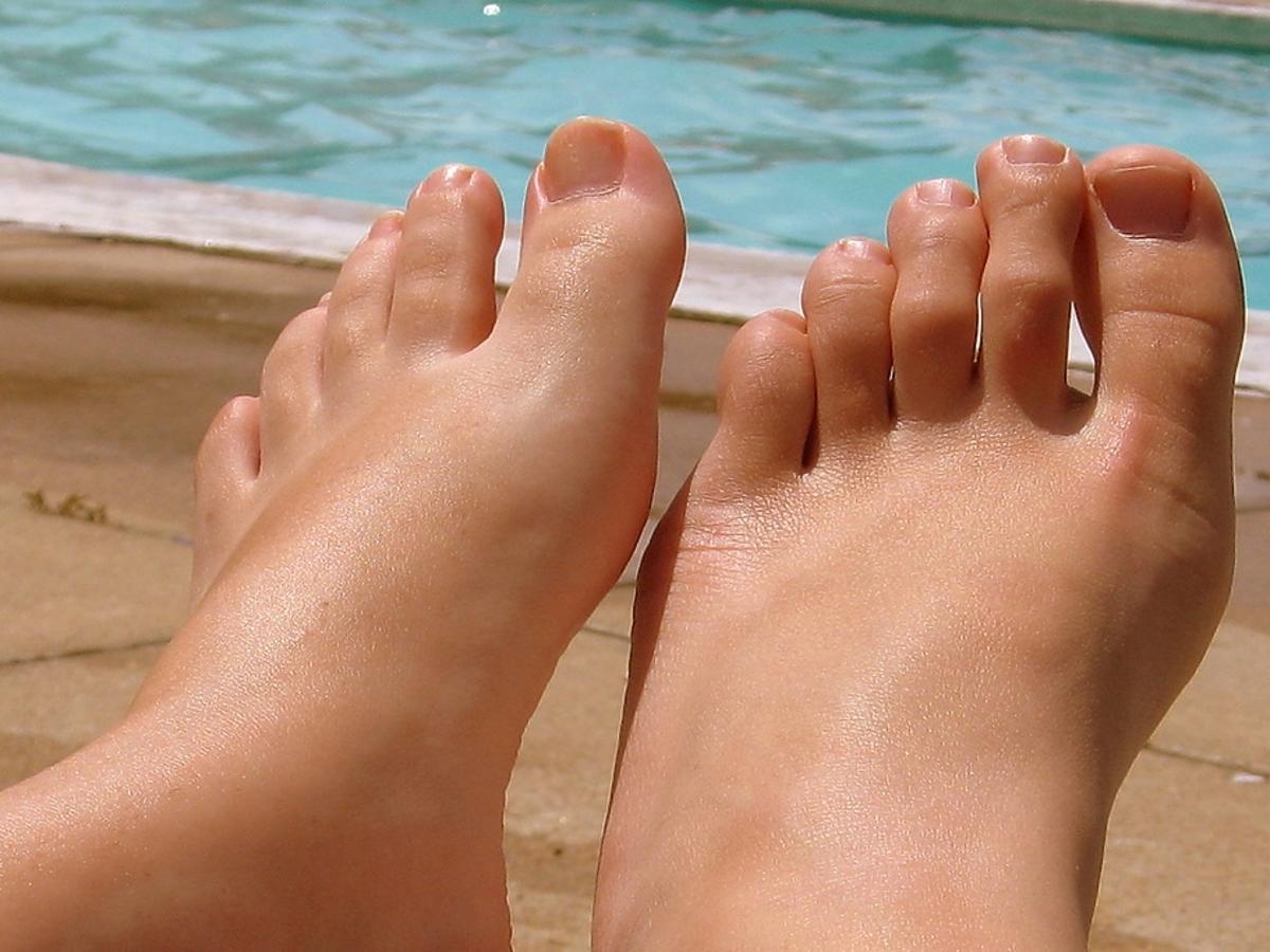 stopy na tle wody