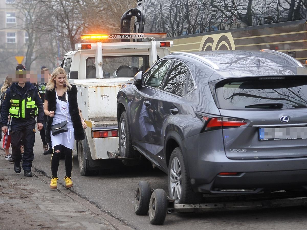 Straż miejska odholowała samochód Mandaryny
