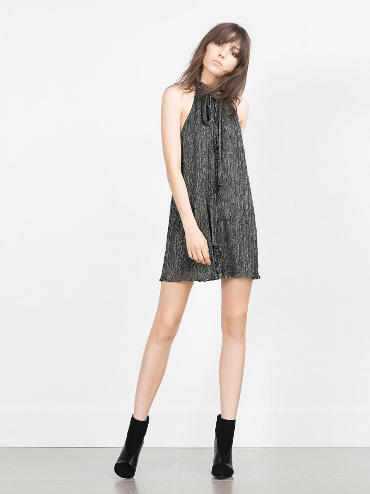 Sukienka z dekoltem typu halter z metaliczną nicią Zara, 99,90 zł (było: 139 zł)