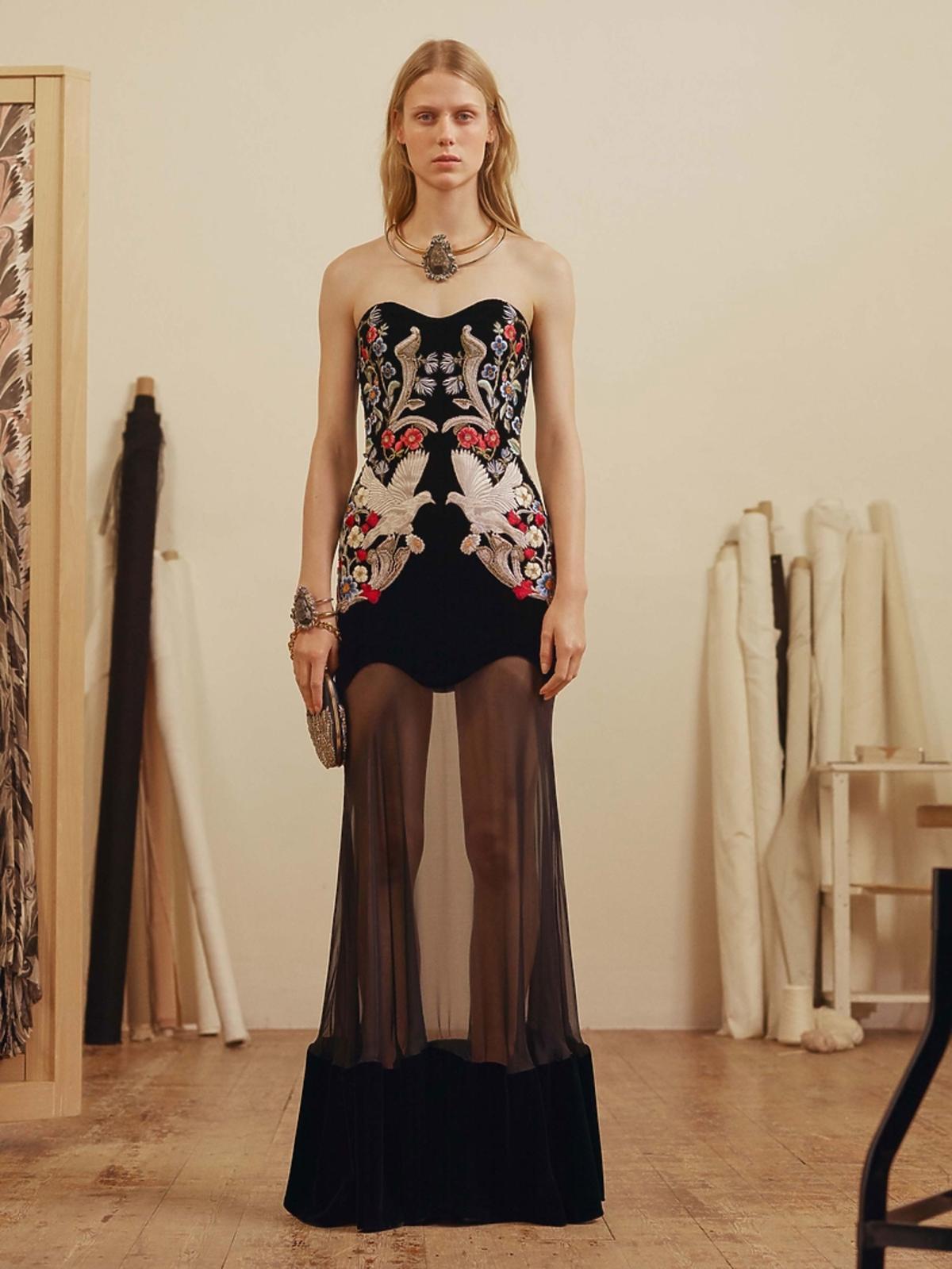 Suknia Alexander McQueen z kolekcji pre-fall 17