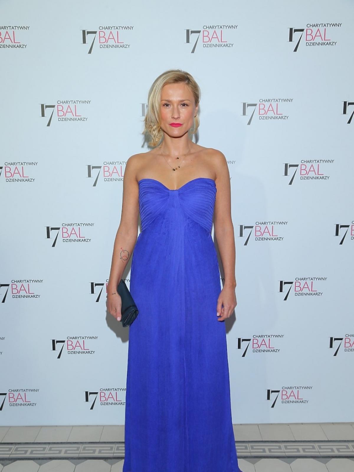 Sylwia Arnesen w niebieskiej sukni
