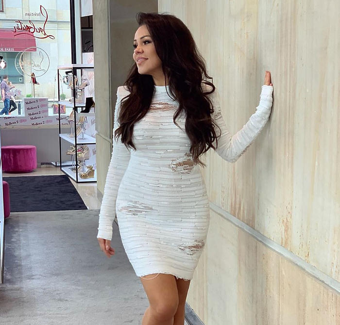 Sylwia Bomba w białej sukience
