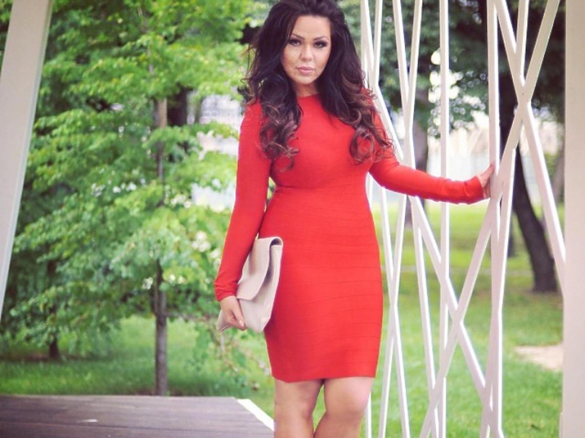 Sylwia Bomba w czerwonej sukience