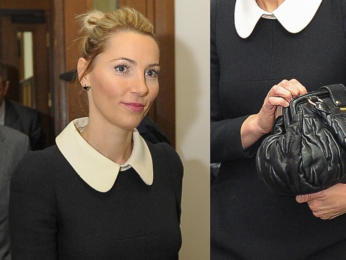 Sylwia Gruchała sukience z kołnierzykiem i z czarną torebką Miu Miu