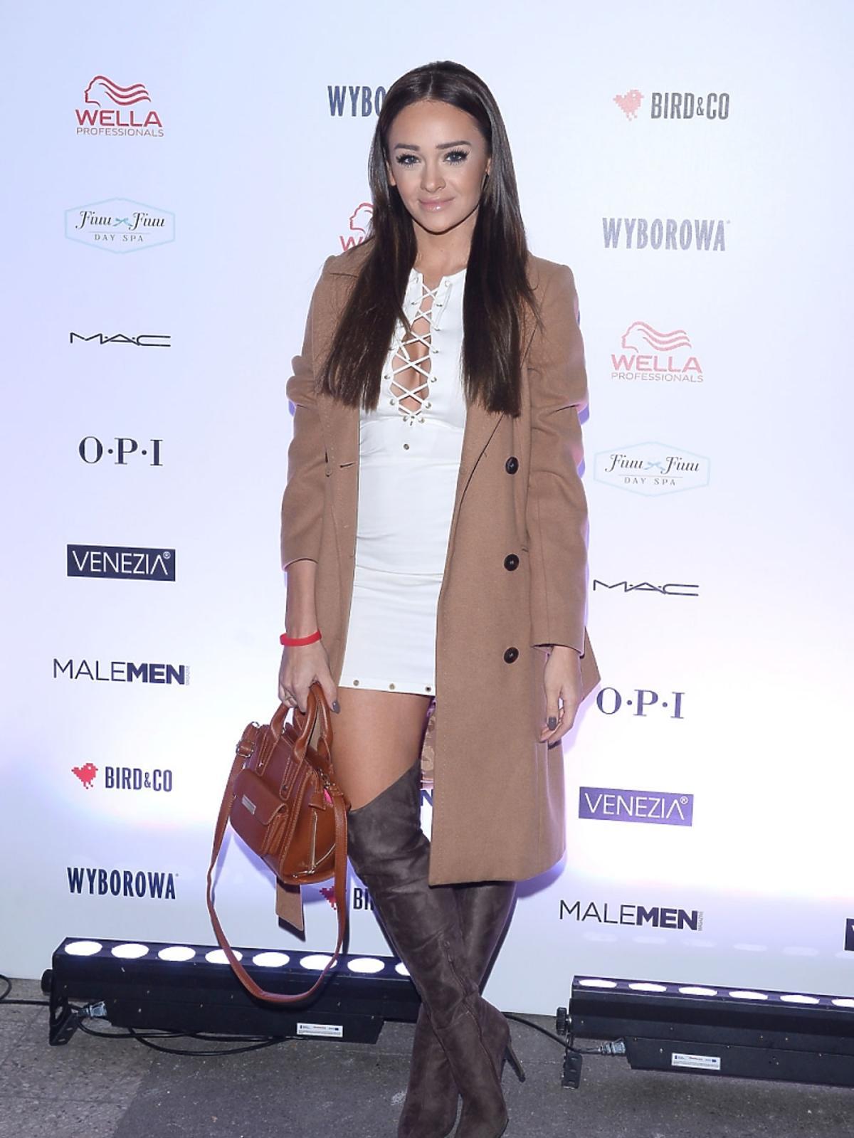 Sylwia Nowak w białej sukience